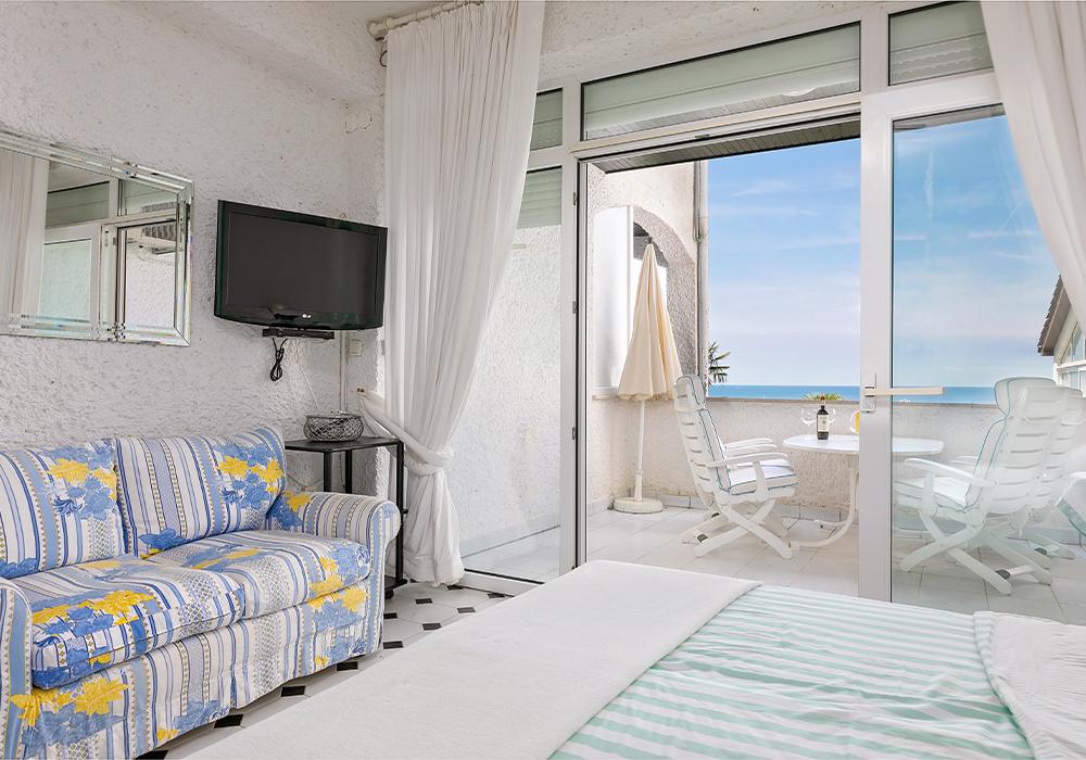Bett und Balkon